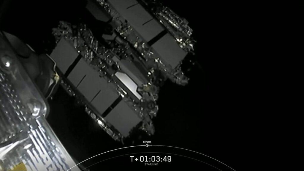 Tuż po uwolnieniu czternastej paczki satelitów Starlink / Credits - SpaceX