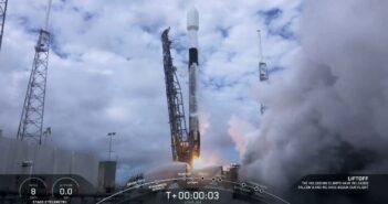 Start Falcona 9 z piętnastą paczką satelitów Starlink / Credits - SpaceX