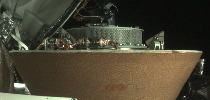 Zasobnik z próbkami materii Bennu wewnątrz kapsuły powrotnej OSIRIS-REx / Credits - NASA