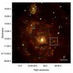 Zdjęcie galaktyki M51 z teleskopu Chandra. M51-ULS-1 widoczny jest w środku kwadratu. Credit: zespół Di Stefano/ MNRAS