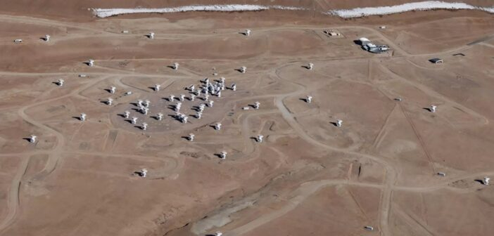 Obserwatorium ALMA / Credits - Guy Wenborn