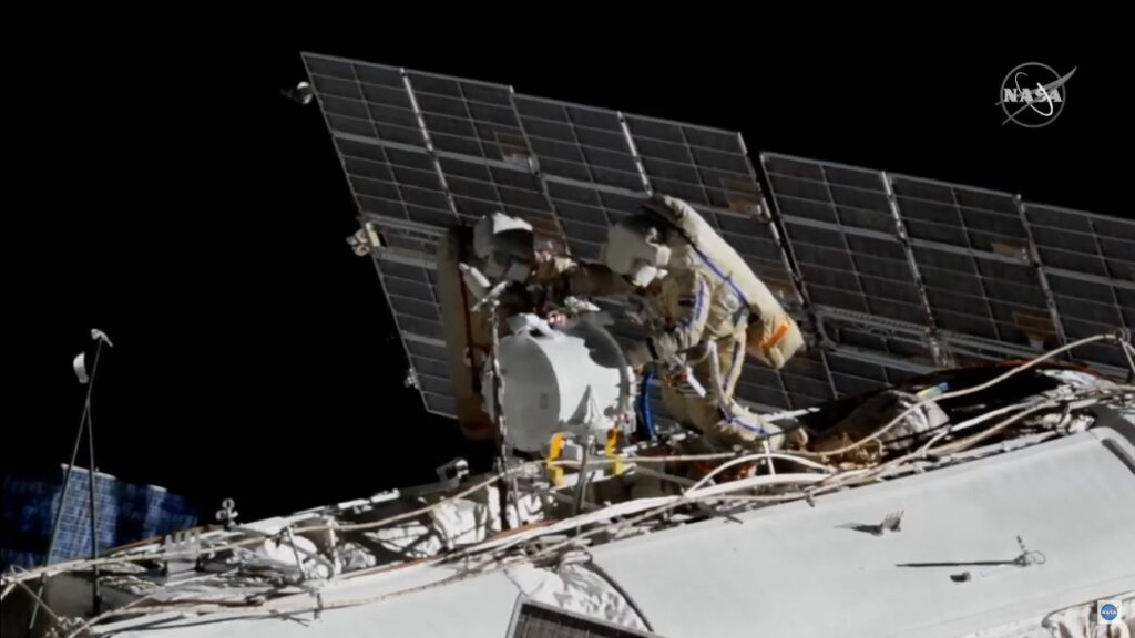 Prace podczas VKD-47 / Credits - NASA TV