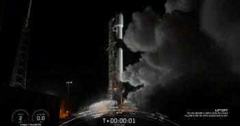 Start szesnastej paczki satelitów Starlink - 25 / 11/ 2020 / Credits - SpaceX