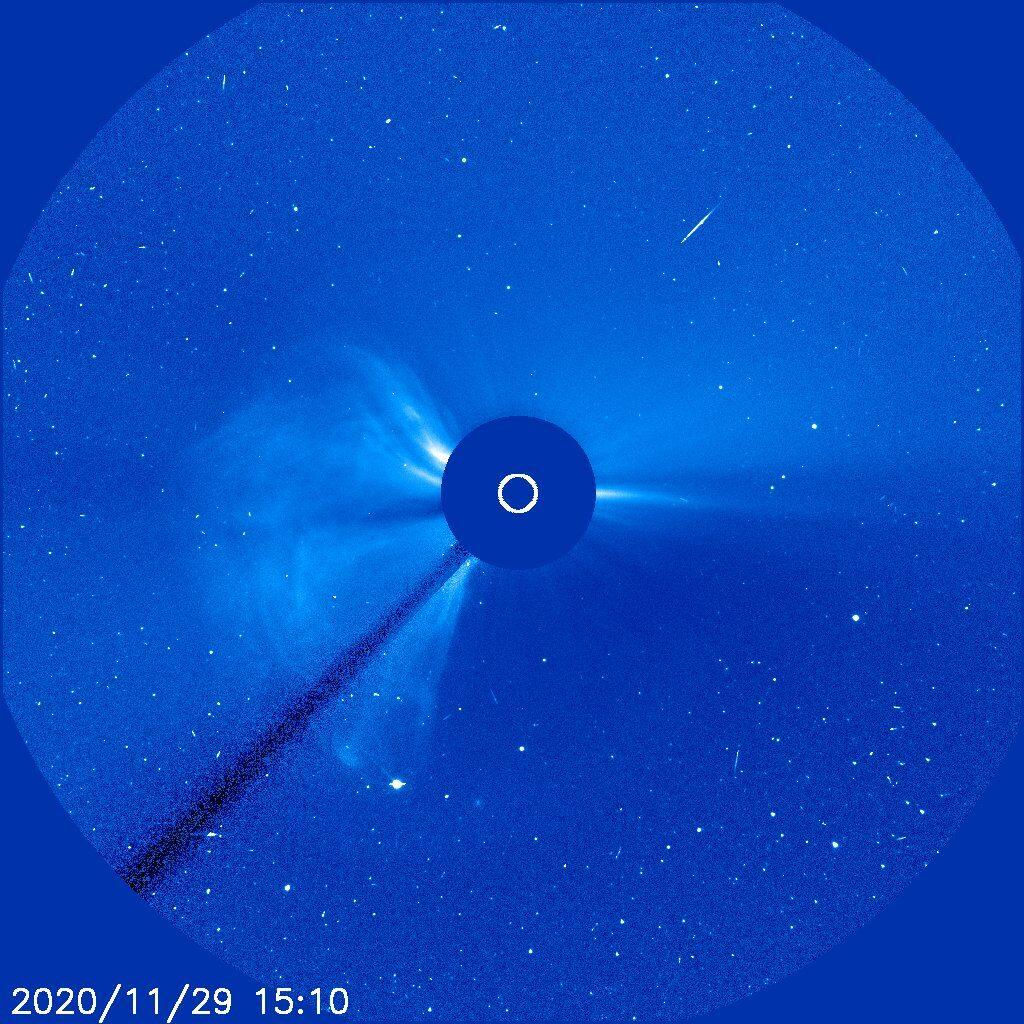 CME z rozbłysku z 29 listopada 2020 / Credits - NASA, ESA, SOHO