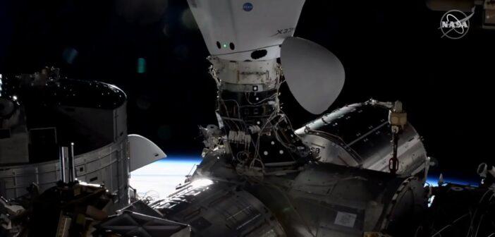 Przycumowany Towarowy Dragon 2 - misja CRS-21 / Credits - NASA TV