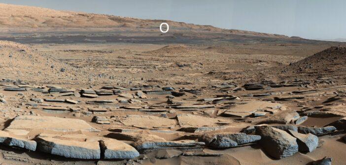 Spojrzenie na region lądowania MSL z odległości około 5,5 km - zdjęcie z podnóża Mt Sharp z marca 204 / Credits - NASA, JPL, MSSS