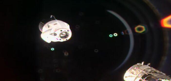 Cargo Dragon 2 opuszcza ISS - 12.01.2021 / Credits - NASA TV