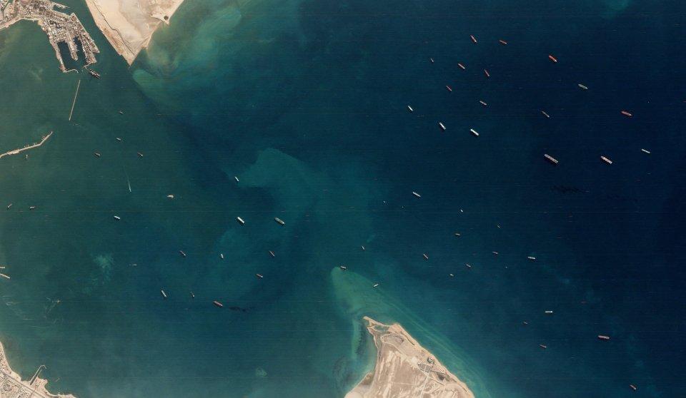 Statki oczekujące na wejście do Kanału Sueskiego po incydencie statku Ever Given / Credits - Planet