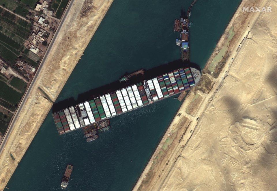 Ever Given - stan na 27 marca 2021 - zdjęcie z satelity World View-3, należącego do firmy Maxar / Credis - Maxar