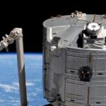 Misja Crew-2 - kapsuła Dragon 2 zbliża się do ISS / Credits - NASA TV