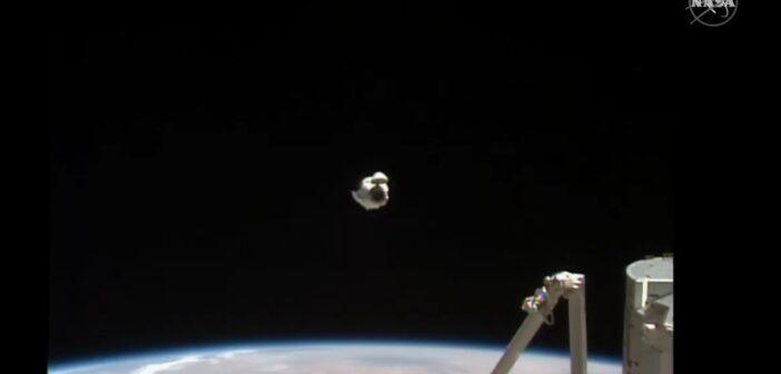 Ujęcie podczas relokacji Dragona 2 - 05.04.2021 / Credits - NASA TV