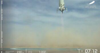 Tuż przed lądowaniem rakiety New Shepard / Credits - Blue Origin