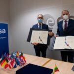 Dyrektor Generalny ESA oraz ambsador Litwy / Credits - ESA