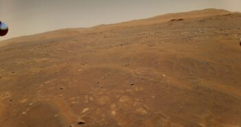 Ujęcie wykonane podczas szóstego lotu Ingenuity z wysokości 10 metrów / Credits - NASA/JPL-Caltech