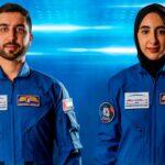 Zdjęcie prezentujące nowych emirackich astronautów - Muhammeda AlMullę i Norę Matroushi (zdjęcie: WAM News Agency/The Associated Press)