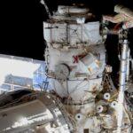 Prace podczas spaceru VKD-48 / Credits - NASA TV