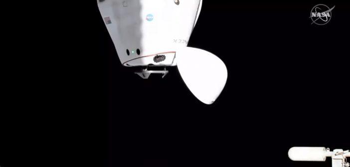 Kapsuła Dragon 2 (misja Crew-2) zbliża się do PMA-3/IDA-3 / Credits - NASA TV