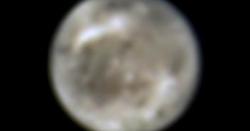 Ganimedes widoczny przez HST
