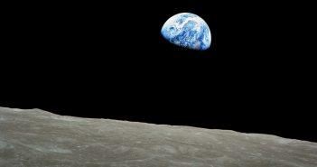 Wschód Ziemi z misji Apollo 8 / Credits - NASA