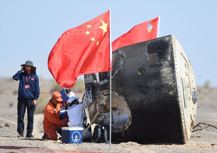 Aparat powrotny Shenzhou-12 po lądowaniu w Chinach / Credits - CNSA
